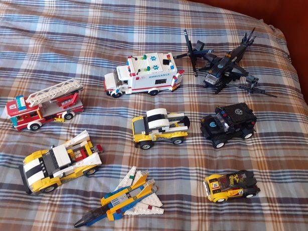 Várias figuras de legos