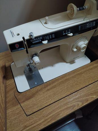 Máquina de costura com móvel Singer