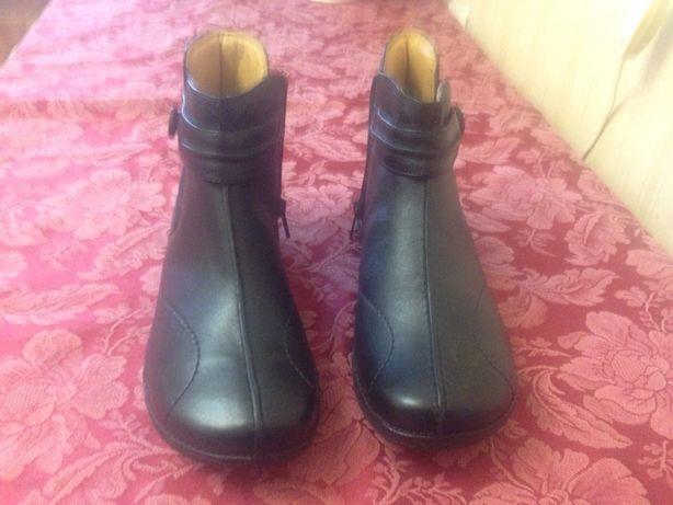 Продам кожаные женские ботинки