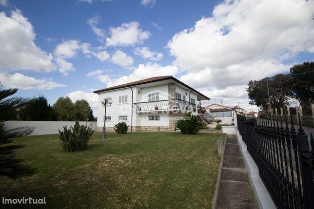 Moradia V4 de 4 Frentes em Grijó, Vila Nova de Gaia