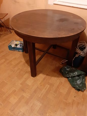 Zabytkowy okrągły stół