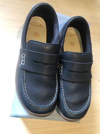 Туфлі clarks для хлопчика в стані нових