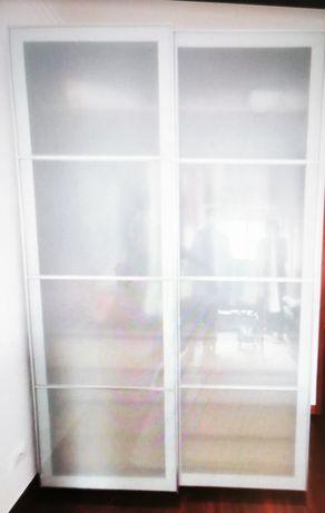 Roupeiro Ikea com portas deslizantes