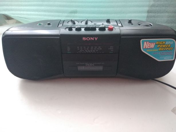 Przenośny, sprawny radiomagnetofon SONY CFS-B21L