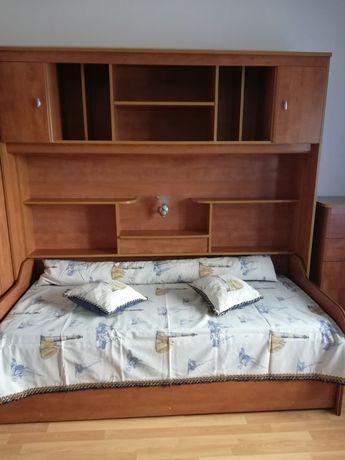 Vendo  Estúdio com 2 camas, Escrivaninha, Roupeiro, e camiseiro 390€