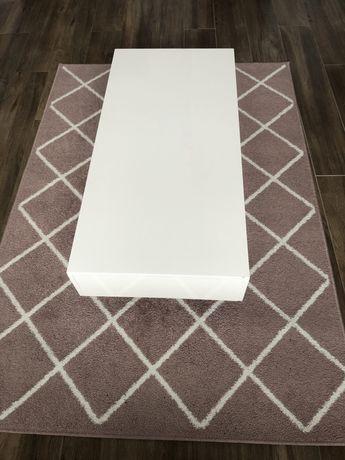Ława na połysk z dywanem!