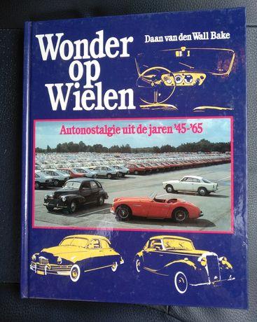 Livro com modelos de carros dos anos 40 e 60