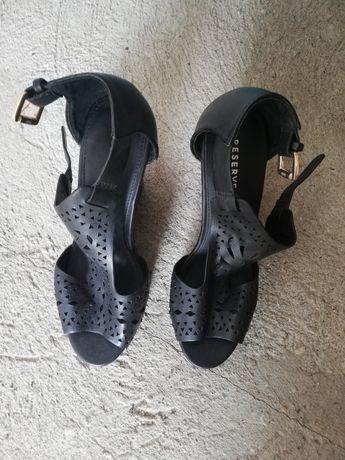Buty sandałki czarne na koturnie 38