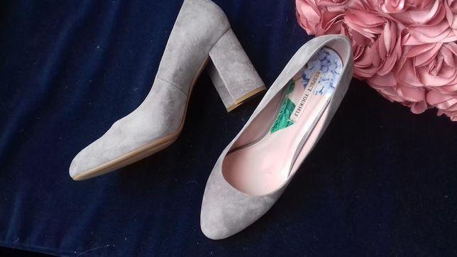 Замшевые туфли 39 р.