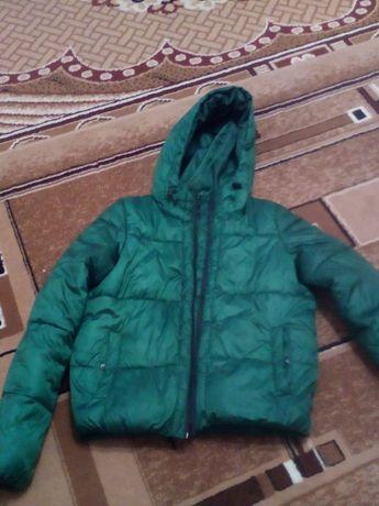 Женская очень красивая куртка зелёного цвета