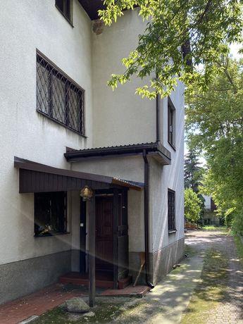 Dom (200m2) + budynek usługowy (133 m2)
