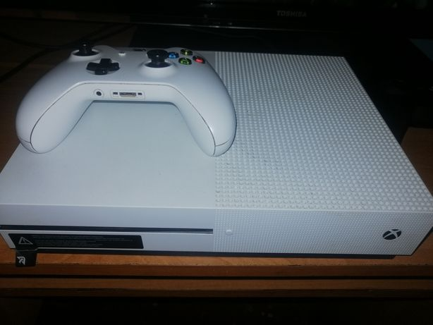 Xbox One S Pad + 6 Gier