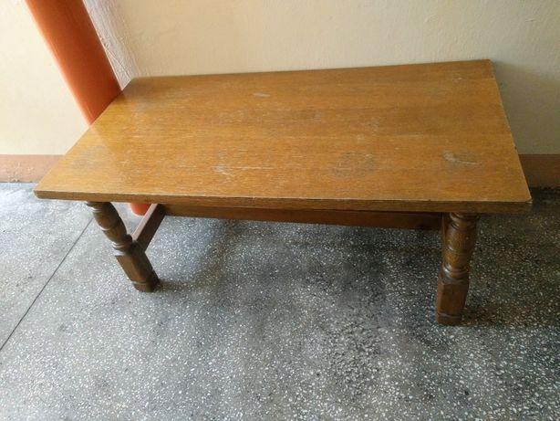 Stół stolik drewniany, mały, niewysoki, solidny, masywny
