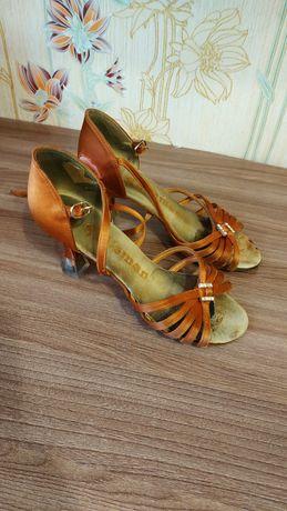 Туфли латина для бальных танцев.
