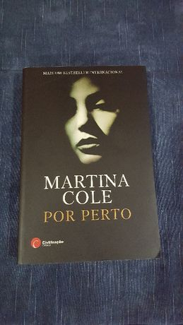 """Livro """"POR PERTO"""" de Martina COLE"""