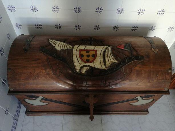 Vendo arca decorativa em madeira