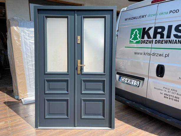 Drzwi zewnętrzne retro drewniane dwuskrzydłowe  antywłamaniowe