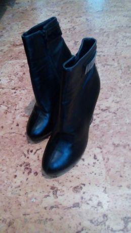 Продам туфли 35-36 р .23,5 см