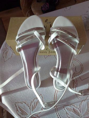 Piękne białe sandałko-japonki cyrkonie ozdoby