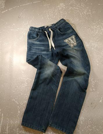 Продам утеплённые джинсы для мальчика на рост 146 см