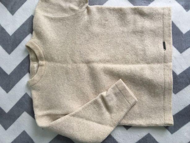 Ciepły beżowy sweter
