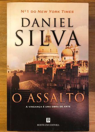 O Assalto - Daniel Silva (portes grátis) como Novo