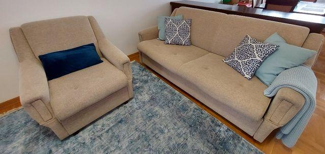 Beżowy zestaw wypoczynkowy (rozkładana sofa + dwa fotele)
