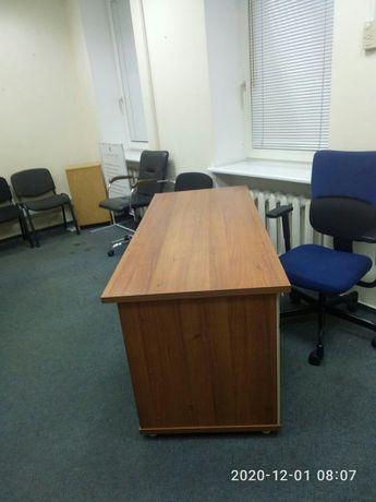 Продам два офисных стола по цене одного Срочно