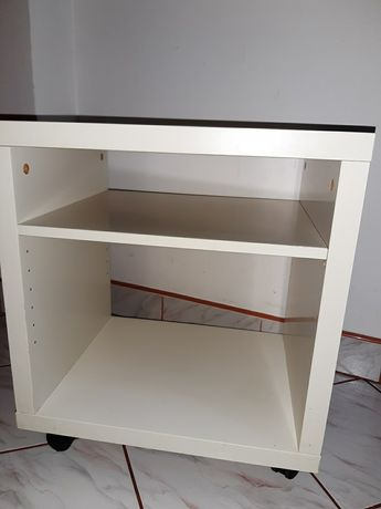 Biała szafka na kółkach Ikea