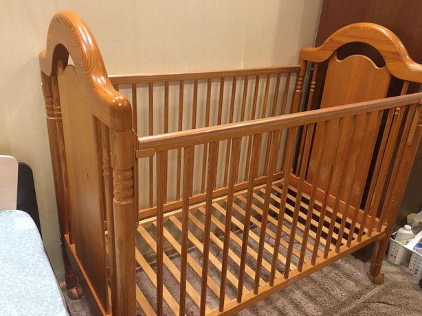 Кроватка детская деревянная с матрасом и бортиками