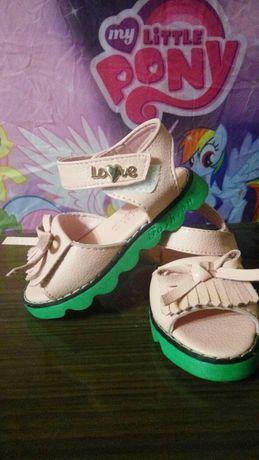 Обувь на девочку,сандали,босоножки