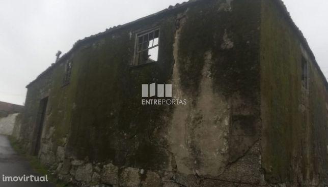 Venda de prédio em pedra para restauro, Padornelo, Paredes de Coura