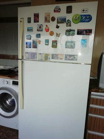 Срочнл продам двухкамернвй холодильнтк LG