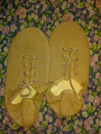 Взрослая и детская танцевальная обувь