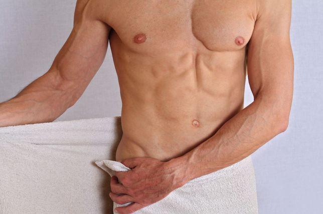 Depilacja męska woskiem masaż