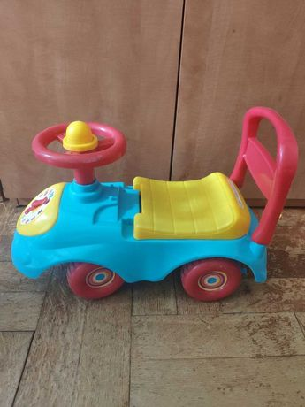 Дитяча машинка ходунок. На якій можна їздити