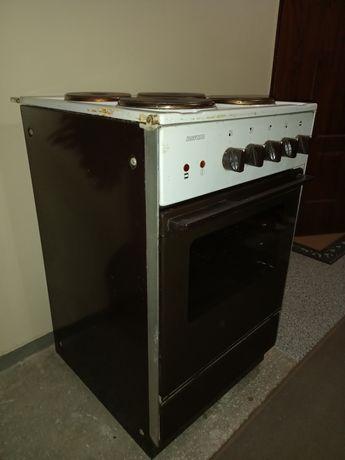 Kuchenka elektryczna cztero palnikowa piekarnik