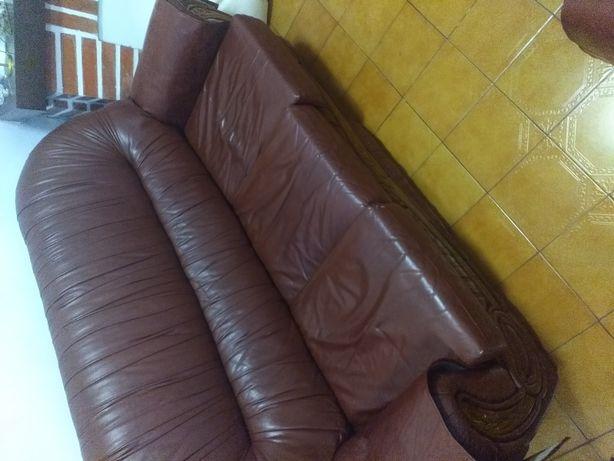 Vendo sofás em pele 3x1