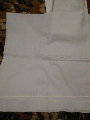 Куски, лоскутки белой ткани.