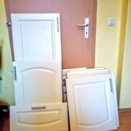Fronty szafek kuchennych - 10 sztuk i szuflady z prowadnicami 4 sztuk.