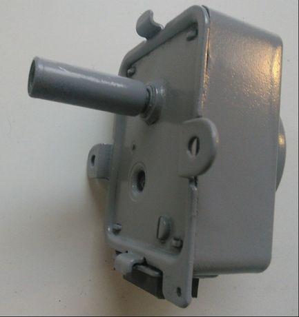 Motor de virar frangos e adaptador para vareta de ferro
