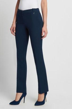 granatowe spodnie firmy Orsay