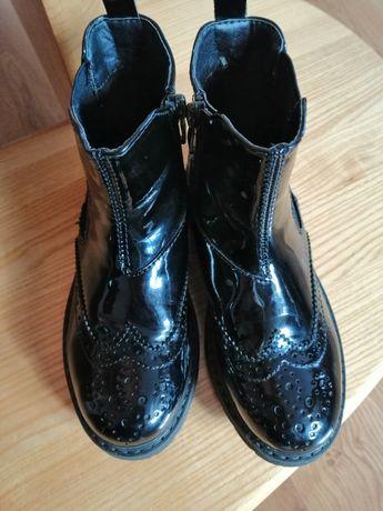 Botki-buty lakierowane