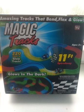 Magic tracks tor samochodzik świeci w nocy, autko sprawne.