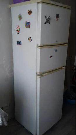 Продаётся 3- камерный холодильник