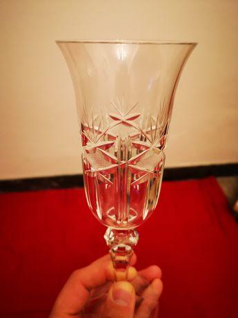 Conjunto de copos e taças de cristal da Bohemia.