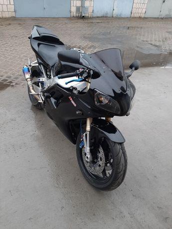Yamaha r1 rn01  1000cm