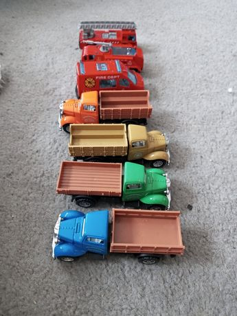 Samochodziki plastikowe i metalowe