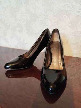 Туфли новые лаковые 35 размер