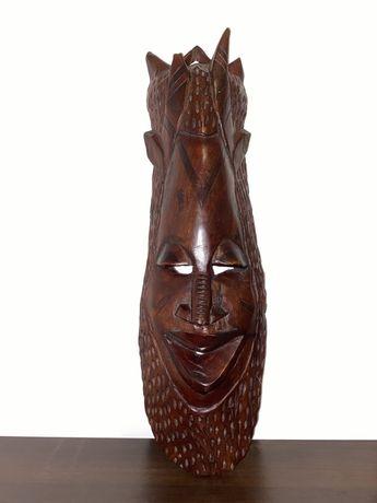 Maska z drewna mahoniowego